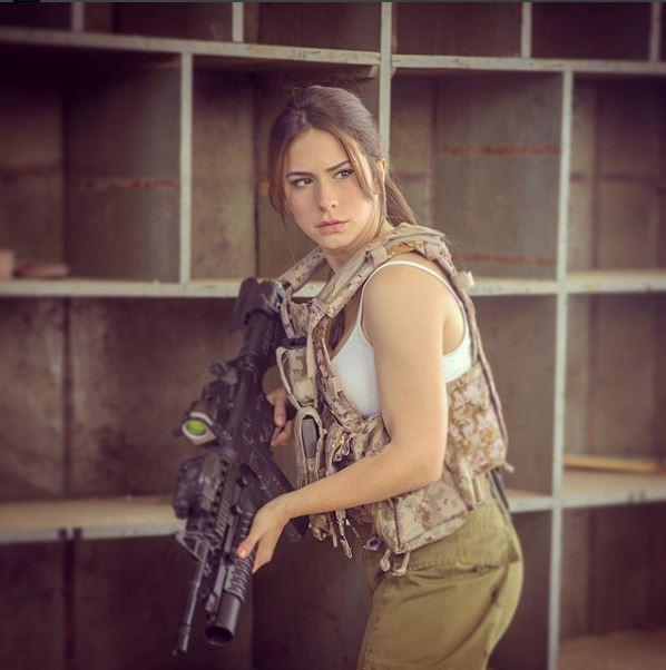 Vẻ sexy khó cưỡng bên cây súng của nữ binh sĩ Israel - Ảnh 6.