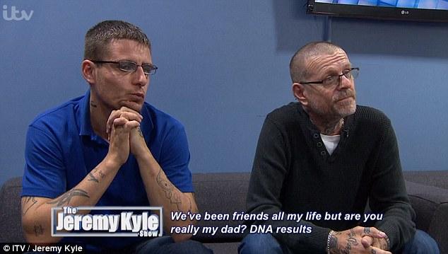 Chàng trai bất ngờ phát hiện người bạn thân thiết suốt 10 năm chính là bố đẻ của mình - Ảnh 2.