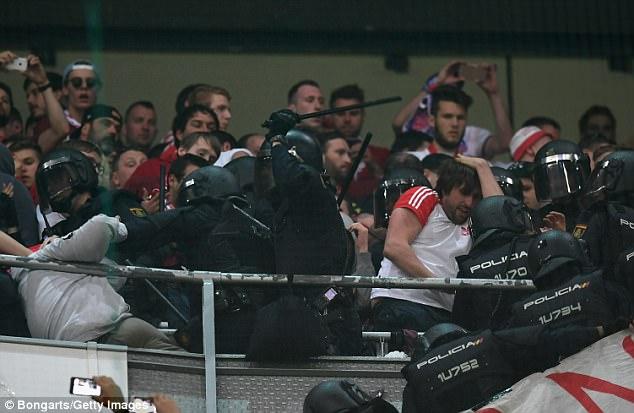 Thua đau Real, CĐV Bayern đại náo Bernabeu - Ảnh 3.