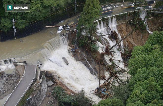 Cảnh tượng khủng khiếp ở Nhật khi siêu bão Lan đổ bộ - Ảnh 2.