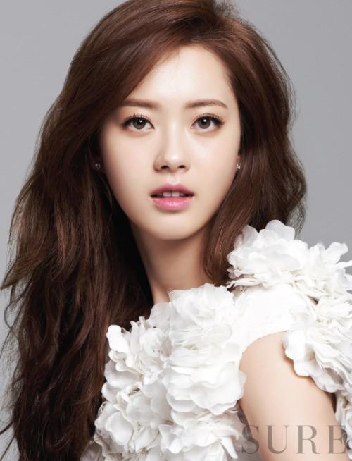 Song Seung Hun chia tay Lưu Diệc Phi để hẹn hò với mỹ nữ kém 14 tuổi? - Ảnh 3.
