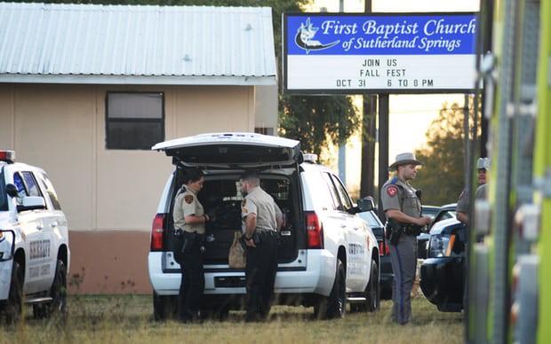 Xả súng ở Texas, ít nhất 26 người thiệt mạng, cảnh sát tiến hành khám xét nhà hung thủ - Ảnh 10.
