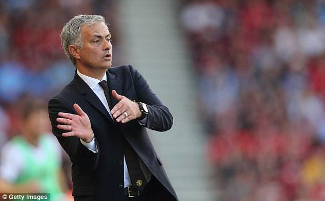 Jose Mourinho đang khiến chính CĐV Quỷ đỏ sợ hãi! - Ảnh 3.