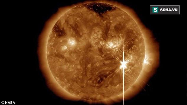 Trái Đất vừa hứng chịu cơn bão Mặt Trời cực mạnh: Nhà khoa học đứng ngồi không yên - Ảnh 2.