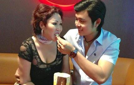 Giữa tin đồn chia tay, xem lại hình ảnh mặn nồng của Vũ Hoàng Việt với bạn gái tỷ phú U60 - Ảnh 9.