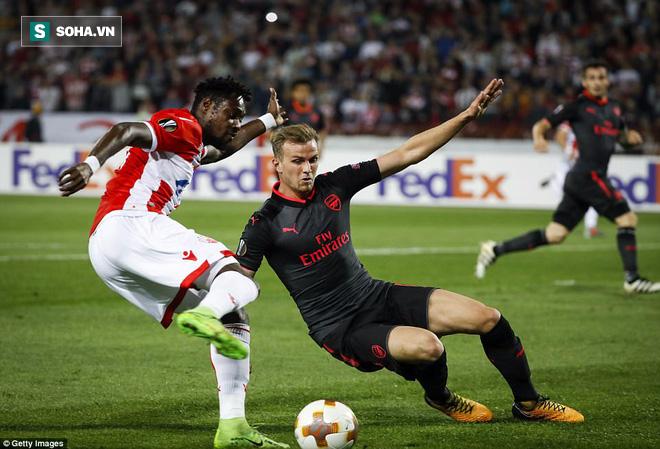 Chân gỗ lập siêu phẩm, Arsenal chễm chệ trên ngôi đầu bảng - Ảnh 1.