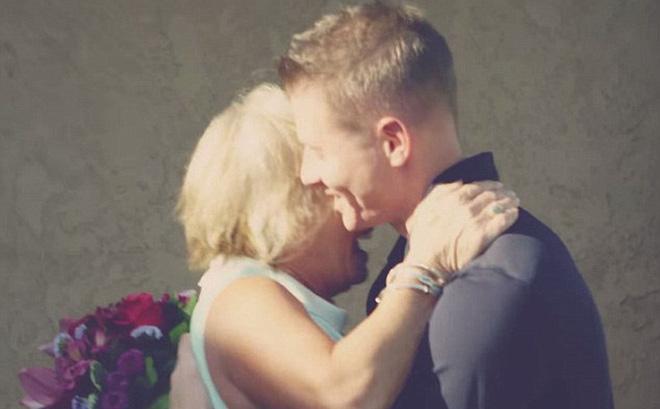 Bí mật đơn giản trong món quà của con trai 37 tuổi khiến mẹ già bật khóc - Ảnh 2.