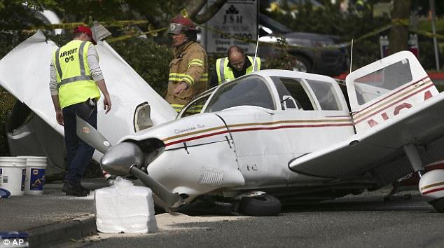 Clip: Máy bay hết nhiên liệu, va vào dây điện bốc cháy dữ dội trên đường phố - Ảnh 7.