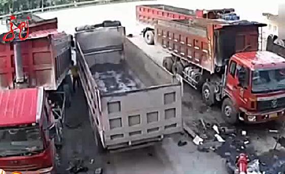 Cố chặn chiếc xe tải đang mất lái, người đàn ông chết thảm - Ảnh 3.