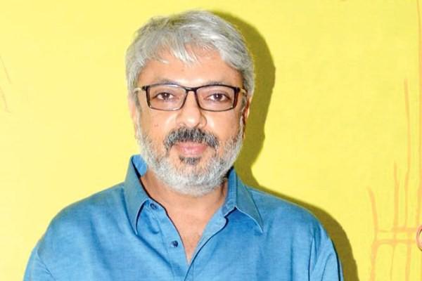 Phim điện ảnh Bollywood hoãn công chiếu, nữ chính và đạo diễn   bị săn lùng để lấy thủ cấp - Ảnh 3.