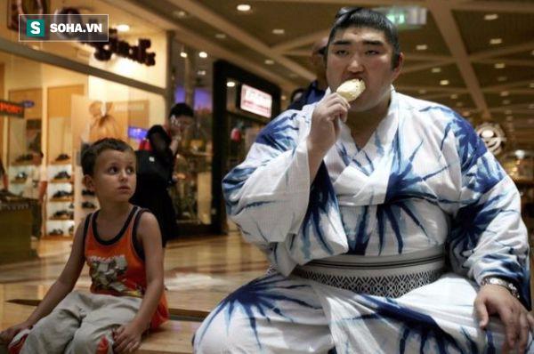 Thế giới u ám của võ sĩ sumo tại Nhật: Không lương, không điện thoại, không bạn gái - Ảnh 3.