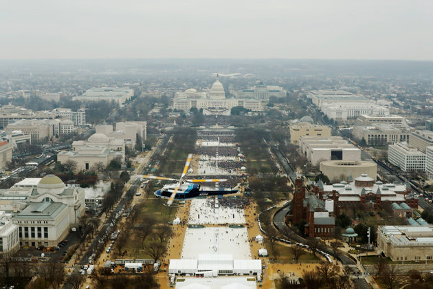 Từ Washington DC: Lễ nhậm chức vắng người, và vắng những nụ cười - Ảnh 2.