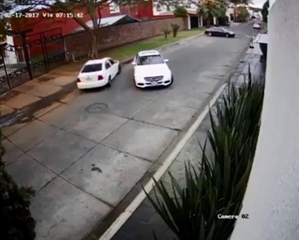 Clip: Đang lái xe, cô gái bị chặn đầu và bắt cóc như trong phim hành động - Ảnh 5.