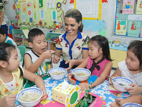 Khi Beckham, GD, Angelina Jolie... về Việt Nam làm việc - Ảnh 6.