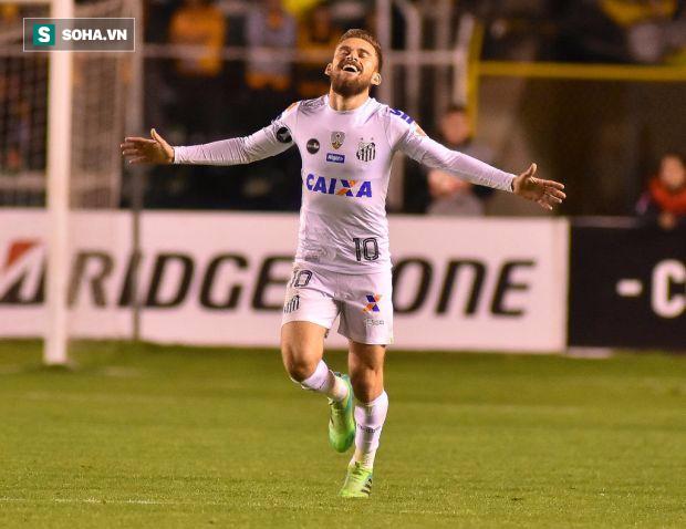 Người trong cuộc tiết lộ Man United đang theo đuổi ráo riết sao Brazil - Ảnh 1.