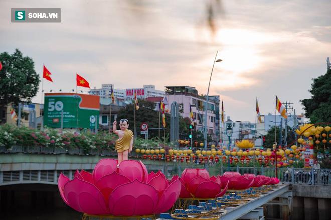 Sài Gòn rực rỡ mừng Đại lễ Phật Đản 2017 - Ảnh 11.