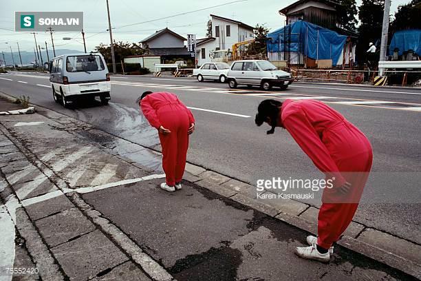 Cây xăng Nhật: Trải nghiệm của một người được cúi chào, lau kính xe miễn phí - Ảnh 1.