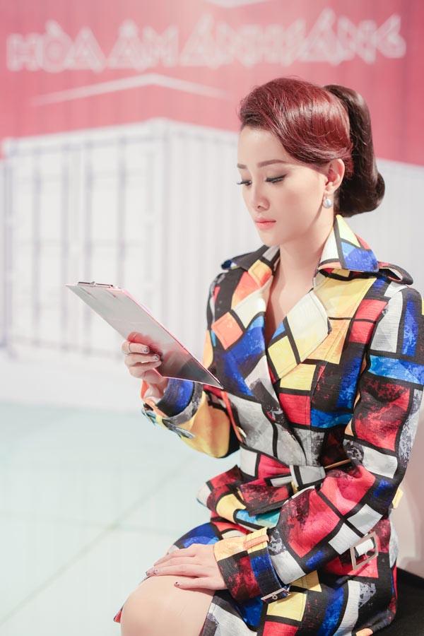 Danh tính nữ MC VTV xinh đẹp, gợi cảm đang dẫn The Remix - Ảnh 2.