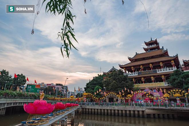 Sài Gòn rực rỡ mừng Đại lễ Phật Đản 2017 - Ảnh 12.