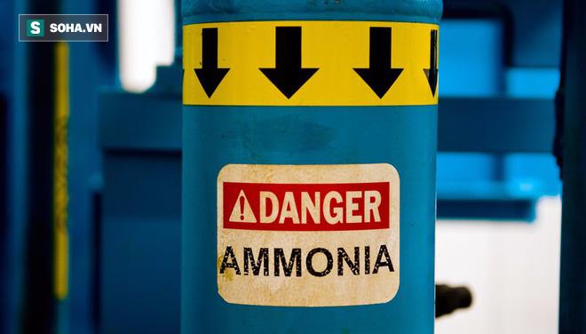 Rò rỉ amoniac khiến 4 người ngạt, 1300 người phải sơ tán: Độc mức nào? Sơ cứu ra sao? - Ảnh 2.