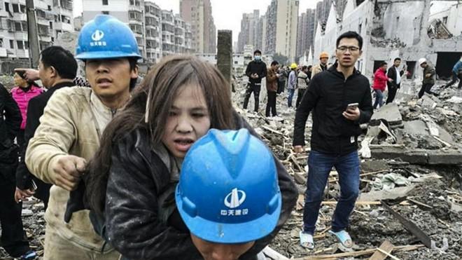 7 ngày qua ảnh: Xe đạp rác chất thành đống cao như núi ở Trung Quốc - Ảnh 1.