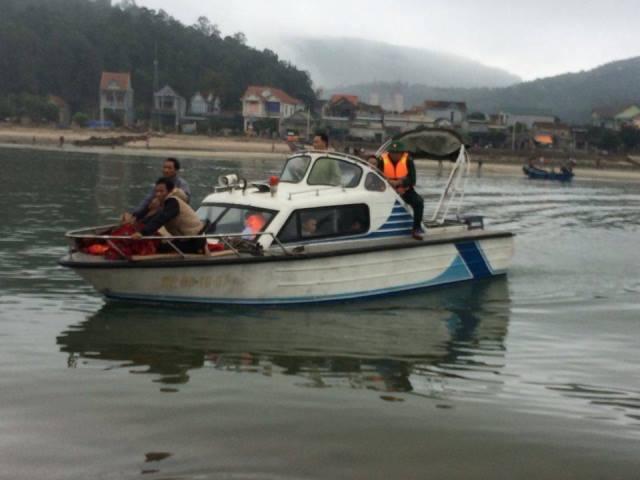 4 thuyền viên thương vong khi tời kéo lưới bị đứt trên biển - Ảnh 1.