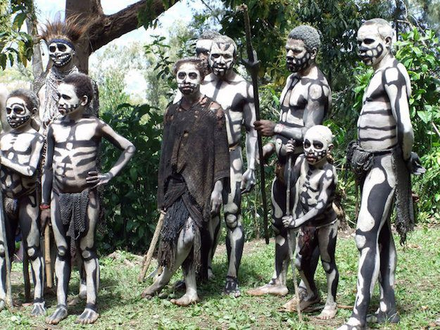 Kì bí chuyện ăn thịt người, giết phù thủy dưới những tán rừng rậm Papua New Guinea - Ảnh 5.