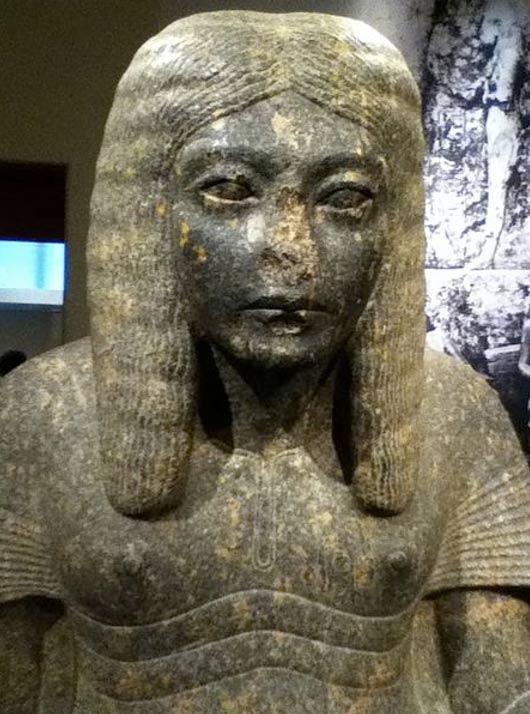 Vì sao các bức tượng cổ Ai Cập hay bị mất mũi? - Ảnh 2.