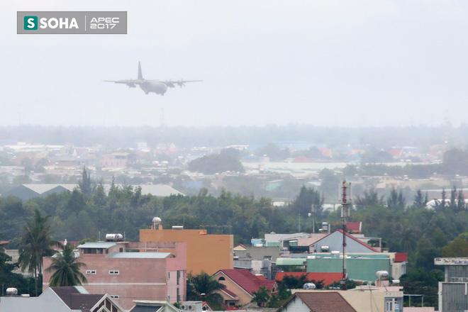 Vận tải cơ C-130J Super Hercules chở đoàn tiền trạm Hàn Quốc dự APEC đáp xuống Đà Nẵng - Ảnh 1.