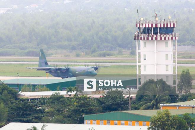 Vận tải cơ C-130J Super Hercules chở đoàn tiền trạm Hàn Quốc dự APEC đáp xuống Đà Nẵng - Ảnh 2.