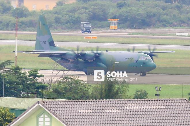 Vận tải cơ C-130J Super Hercules chở đoàn tiền trạm Hàn Quốc dự APEC đáp xuống Đà Nẵng - Ảnh 3.