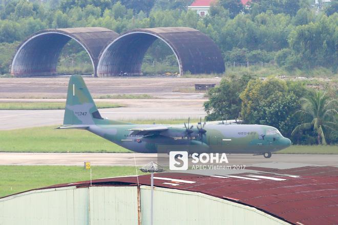 Vận tải cơ C-130J Super Hercules chở đoàn tiền trạm Hàn Quốc dự APEC đáp xuống Đà Nẵng - Ảnh 6.