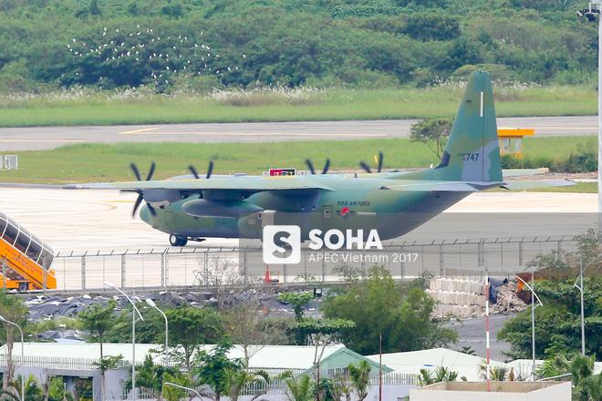 Vận tải cơ C-130J Super Hercules chở đoàn tiền trạm Hàn Quốc dự APEC đáp xuống Đà Nẵng - Ảnh 8.