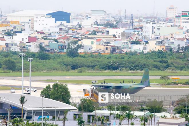 Vận tải cơ C-130J Super Hercules chở đoàn tiền trạm Hàn Quốc dự APEC đáp xuống Đà Nẵng - Ảnh 9.
