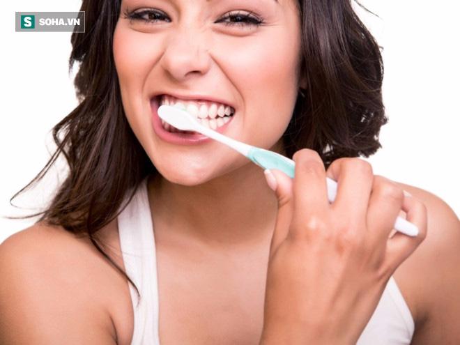 Đừng để bệnh răng miệng tăng nguy cơ ung thư: 4 cách đánh bật cao răng tại nhà - Ảnh 2.