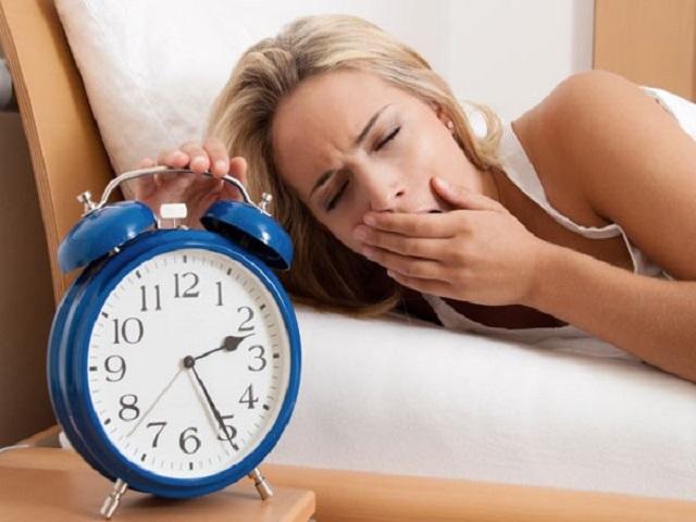 Đừng mang điện thoại đi ngủ nữa: Hãy đọc ngay những hậu quả nghiêm trọng này! - Ảnh 2.