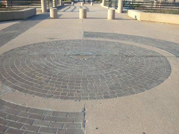 """Vòng tròn kỳ lạ """"trung tâm vũ trụ"""" ở Mỹ, thách thức mọi định luật vật lý của nhân loại - ảnh 4."""