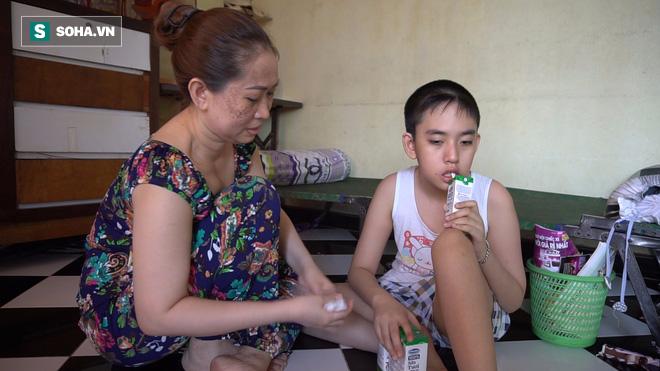 Người mẹ nuôi đứa con 11 năm không ngủ, chỉ uống sữa ở Sài Gòn - Ảnh 1.