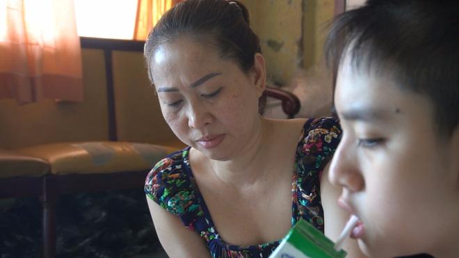 Người mẹ nuôi đứa con 11 năm không ngủ, chỉ uống sữa ở Sài Gòn - Ảnh 3.