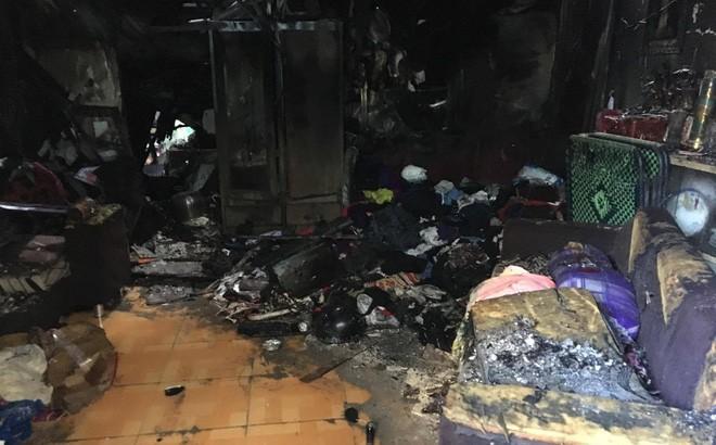 3 mẹ con tử vong trong căn nhà cháy, chồng nhảy từ ban công xuống bỏng nặng - Ảnh 1.