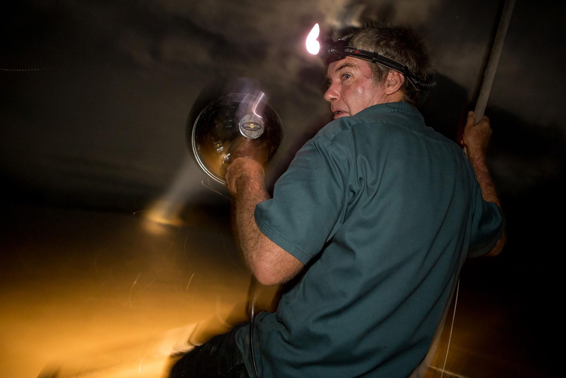 Săn cá sấu khổng lồ trên con thuyền vỏn vẹn dài 4m: Khi cuộc chiến thực sự bắt đầu! - Ảnh 10.