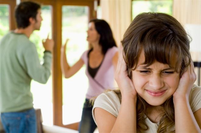 Chứng kiến bố mẹ cãi nhau, con hành động nguy hiểm: Phụ huynh nên đọc kẻo hối không kịp - Ảnh 3.