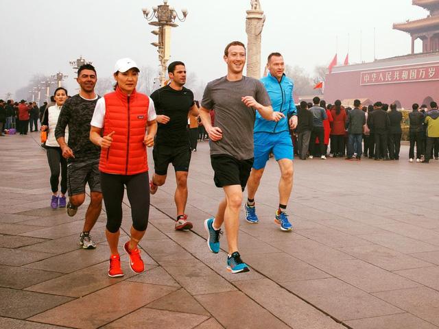 Ông chủ Facebook đeo khẩu trang và cảnh báo của GS.TS Nguyễn Hữu Ninh về không khí Hà Nội - Ảnh 2.