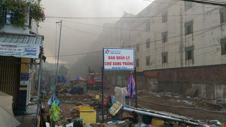 Vụ cháy ở Cần Thơ thiệt hại đến 6 triệu USD, chủ doanh nghiệp ngất xỉu tại hiện trường - Ảnh 2.