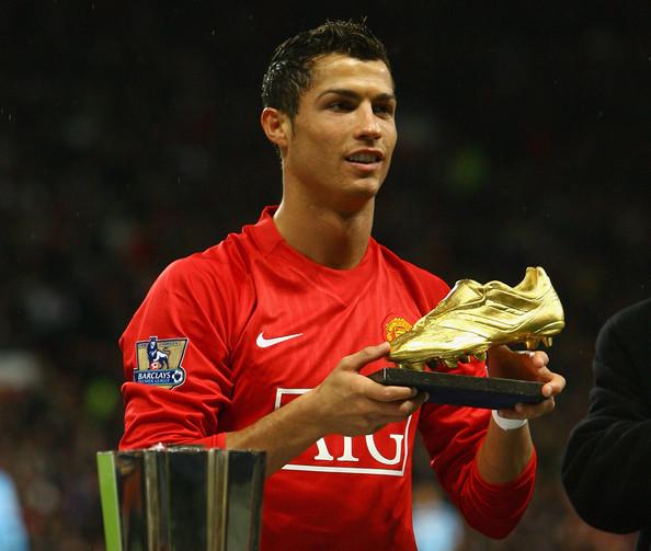 Trên đỉnh thế giới, Ronaldo hồn nhiên nói điều làm fan Man United chạnh lòng - Ảnh 2.