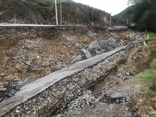 Con đường 68 tỷ ở Nghệ An: Sáng đi thấy một vết nứt, chiều về không thấy đường đâu nữa - Ảnh 4.