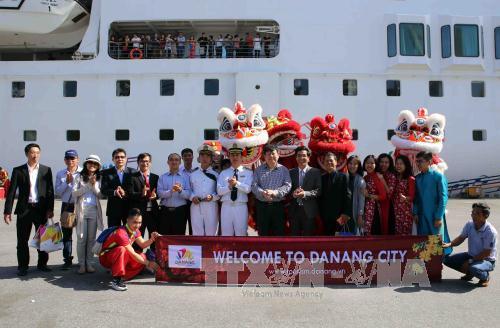 TIN TỐT LÀNH MÙNG 1 TẾT: 900 du khách xông đất Đà Nẵng, Tổng Bí thư bách bộ quanh Hồ Gươm - Ảnh 3.