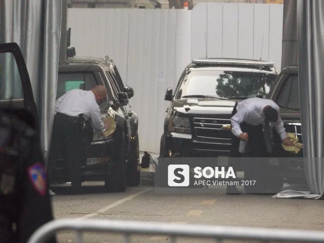 [ẢNH] Cận cảnh đặc vụ Mỹ mang súng tiểu liên ngồi trong xe hộ tống Tổng thống Trump ở Hà Nội - Ảnh 3.