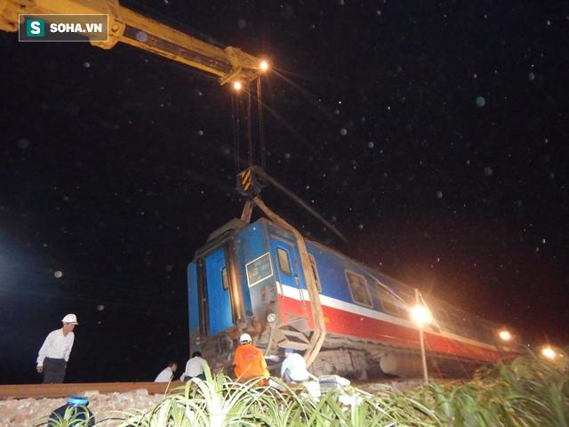 Hàng trăm người thức trắng đêm thông tuyến đường sắt sau tai nạn - Ảnh 5.