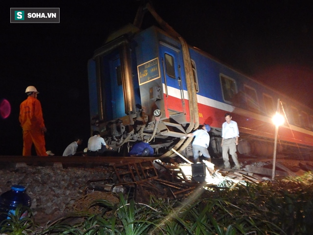Hàng trăm người thức trắng đêm thông tuyến đường sắt sau tai nạn - Ảnh 8.